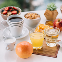 coffee cups with sweet buns juice table