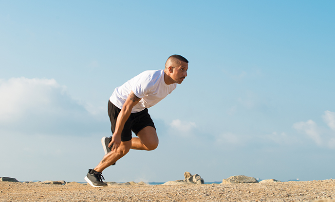 forceful-young-athlete-starting-running-outdoors
