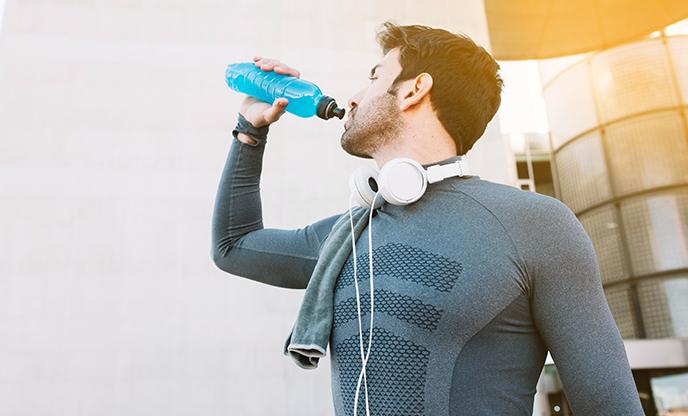 sportsman-drinking-water