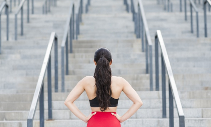 young-woman-working-out-street-80-20-rule