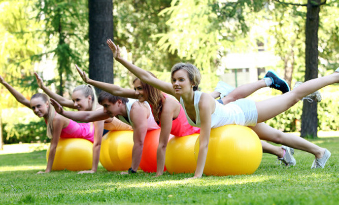 young-people-working-out-park-fun-in-fitness